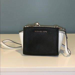 Micheal Kors black and white cross body bag